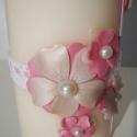 Gyöngyház-rózsaszín virágos keresztelős asztali gyertya csipkével, Dekoráció, Otthon, lakberendezés, Ünnepi dekoráció, Gyertya, mécses, gyertyatartó, Gyertya-, mécseskészítés, Andresz megrendelésére, Tamara keresztelőjére készítettem a képen látható gyertyát. A virágok gyöng..., Meska