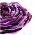 Lila rózsa alakú szatén bross/ kitűző, Ékszer, Bross, kitűző, Padlizsánlila szaténból készült rózsa alakú kitűző, amelyet sok-sok aprólékosan kidolgozo..., Meska