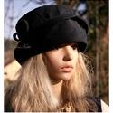 GINA- kordbársony-kalap, Ruha, divat, cipő, Kendő, sál, sapka, kesztyű, Sapka, Női ruha, Mély, öblös, felhajtós szélű kordbársony kalap. Elegáns és extravagáns téli fejfedő.  Mérete L (57-5..., Meska