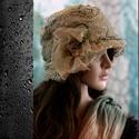 PARIS csipkekalap, Ruha, divat, cipő, Női ruha, Kendő, sál, sapka, kesztyű, A '20-as évek stílusában készült csipkeborítású puha filckalap selyembéléssel.  A vintage-csipkét és..., Meska