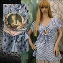 LADY BLUE - vintage blúz , Ruha, divat, cipő, Női ruha, Blúz, Pamut-madeirából készült, égszínkékre festett blúz, eleje középen romantikus gyöngyözött medál díszí..., Meska