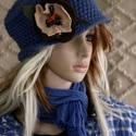LOTTI - gyapjúkalap, Ruha, divat, cipő, Kendő, sál, sapka, kesztyű, Sapka, Női ruha, A 20-as évek flapper-kalapjának fél-ujjnyi vastagságú acélkék színű horgolt változata. Levehető-áthe..., Meska