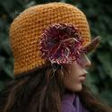 FLAPPER-kalap / okkersárga horgolt kalap, A '20-as évek stílusában,vastag, rusztikus gyap...