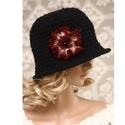 SZELLŐRÓZSA - kézműves flapper kalap, Horgolt fekete kalapocska hazai gyapjúfonó vasta...