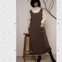MOKKA kötényruha, Egyszerű, trapéz vonalú modellemet ezüstszála...