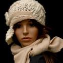 CLOCHE-ART  szett - kötött kalap sállal, Többszálas, tört-fehér gyapjús buklés fonal-...