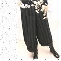 GÖMBNACI - lagenlook nadrág, Ruha, divat, cipő, Női ruha, Nadrág, Fekete-fehér csíkos lenszövetből készült egyenes szárú modellem alul széles pántba foglalt bőséggel...., Meska