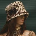 ÁGAS cloche - velúr flapper kalap, Ruha, divat, cipő, Kendő, sál, sapka, kesztyű, Sapka, Női ruha, Ágmintás, dombor-nyomott velúrból készítettem ezt az 1920-as évek stílusában készült kalapot. Selyem..., Meska