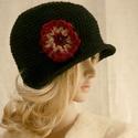SZELLŐRÓZSA - kézműves flapper kalap, Ruha, divat, cipő, Kendő, sál, sapka, kesztyű, Sapka, Női ruha, Hollófekete kalapocska  könnyű, pamutos fonalból merevre horgolva.. A 20-as évek flapper-kalapjának ..., Meska