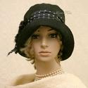 """MARA cloche - fekete flapper kalap, Ruha, divat, cipő, Női ruha, Kendő, sál, sapka, kesztyű, Sapka, Az 1920-as évek flapper divatja köszön vissza """"Mara"""" fantázianevű, harang-szabású, mélyen fejbe-húzh..., Meska"""