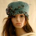 LORETTA / ÓCEÁN - exkluzív kézműves kalap, Ruha, divat, cipő, Női ruha, Kendő, sál, sapka, kesztyű, Sapka, Prémium minőségű extra-vastag, türkizzöld színű, selymes-fényű gyapjúfonalból horgoltam ezt a látván..., Meska