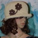 FLAPPER -  nyers horgolt kalap margarétákkal LEFOGLALVA!, A '20-as évek stílusában készült fejbe húzha...