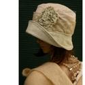 ZSELYKE cloche - romantikus design-kalap, Ruha, divat, cipő, Női ruha, Kendő, sál, sapka, kesztyű, Sapka, Egy romantikus darab kalap-kedvelőknek:  Tört-fehér mikrokordból készült kalapocska menta színre kéz..., Meska