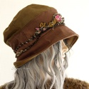 BERTA / fonalas - bohém design kalap , Ruha, divat, cipő, Kendő, sál, sapka, kesztyű, Sapka, Női ruha, Rusztikus, mélybordó és kávébarna színre kézzel festett szövetből készült öblös, stílusos kalapocska..., Meska