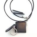 Fekete MMM négyzet medál, fekete Pont gyűrű, Calipso fülbevaló  ékszerszett, Ékszer, óra, Gyűrű, Medál, Fülbevaló, Ékszerkészítés, Gyurma,  A medál a következő anyagokból készült:    Fekete süthető gyurma gyöngyök  Ezüst színű fém medál s..., Meska
