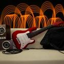 Gitár alakú párna - Piros színű, élethű nagyságú Fender Stratocaster típusú Gitár Párna , Férfiaknak, Bútor, Mindenmás, Hangszer, zene, Varrás, Rock Párna / Piros színű Fender Stratocaster típusú Gitár Párna  Test anyaga: piros színű textil,  ..., Meska