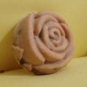 Rózsa gyógyszappan, Szépségápolás, Szappan, tisztálkodószer, Növényi alapanyagú szappan, Szappankészítés, Egy kiváló minőségű, különleges gyógyszappan, számos tápláló összetevővel, rózsaszirommal.  Összete..., Meska