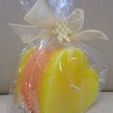 Szív alakú mécsesek- Narancs-sárga, Dekoráció, Otthon, lakberendezés, Dísz, Gyertya, mécses, gyertyatartó, Gyertya-, mécseskészítés, Szív alakú mécseseket készítettem a tavasz legkülönfélébb színeiben és kellemes virág illattal.  A ..., Meska