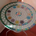 mozaik virágos asztal, Otthon, lakberendezés, Bútor, Asztal, Kerti dísz, Mozaik technikával díszített, tavaszváró asztalka, amely 50 cm átmérőjű, magassága 68 cm. (IKEA, Lin..., Meska