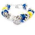 Baby BOY! - kék és fehér virágos babaváró charm karkötő pandora stílusban hintalóval, Ékszer, Karkötő, Azúrkék alapon fehér virág mintás pandora lámpagyöngyökből, fehér akril, fehér shamballa ..., Meska