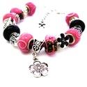 Fekete pillangó! - rózsaszín és fekete virágos charm karkötő pandora stílusban masnival és pillangókkal, Ékszer, Karkötő, Gyöngyfűzés, Ékszerkészítés, Rózsaszín alapon fekete pillangó mintás és világos rózsaszín indás pandora lámpagyöngyökből, valami..., Meska