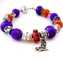 Trick or treat! - lila és narancs halloween charm karkötő pandora stílusban töklámpással és boszorkánnyal, Ékszer, Karkötő, Egy narancs alapon virágos pandora lámpagyöngyből, lila festett üveg, valamint lila és narancs..., Meska