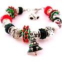 Angyalfa! - fehér, zöld és piros karácsonyi charm karkötő pandora stílusban karácsonyfával, Ékszer, Karkötő, Zöld alapon fehér csíkos-piros pöttyös pandora lámpagyöngyökből, zöld shamballa, fehér é..., Meska