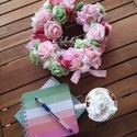 Tavaszi kopogtató, Otthon & lakás, Dekoráció, Dísz, Virágkötés, 25 cm átmérőjű szalma alapra készült tavaszi kopogtató. A kopogtató terméseket, selyemvirágokat, po..., Meska