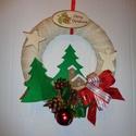 Karácsonyi ajtódísz, kopogtató templommal, Karácsonyi, adventi apróságok, Otthon, lakberendezés, Karácsonyi dekoráció, Ajtódísz, kopogtató, Egyedi ajtódíszt készítettem az ünnepi időszakra. A koszorú alapja 20 cm-es hungarocell félkarika. J..., Meska
