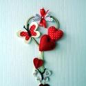 Piros szíves falidísz , Szerelmeseknek, Otthon, lakberendezés, Dekoráció, Ajtódísz, kopogtató, A szeretet és szerelem jegyében készítettem pillangókkal és szívekkel díszített fali dekorációmat. A..., Meska