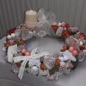 Vintage asztali dísz, Dekoráció, Ünnepi dekoráció, Karácsonyi, adventi apróságok, Karácsonyi dekoráció, A vintage stílusú asztali díszt 25 cm átmérőjű szénaalapú koszorúra készítettem. Az alap..., Meska