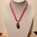 Pávás organza nyaklánc, Ékszer, Nyaklánc, 40 cm hosszú gyönyörű rózsaszín organza nyaklánc páva medállal., Meska