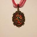 Pink organza nyaklánc , Ékszer, Nyaklánc, 40 cm hosszú Pink organza nyaklánc kézzel festett medál alappal., Meska