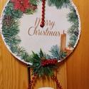 Karácsonyi ajtódísz, Karácsony & Mikulás, Karácsonyi dekoráció, Decoupage, transzfer és szalvétatechnika, Fakorongra készült ajtódísz. Decoupage technikával készült az alapja. Hópasztával,  jégpasztával,gy..., Meska