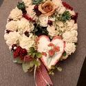 Virágos ajtodísz, Otthon & Lakás, Dekoráció, Decoupage, transzfer és szalvétatechnika, Virágkötés, Natúr széna alapot ming virágokkal és apró bogyókkal díszítettem. Egy szivecskés tábla is díszíti. ..., Meska