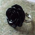 Fekete műanyag rózsa gyűrű, Ékszer, Gyűrű, A rózsa átmérője 2.5 cm. A gyűrűalap állítható., Meska