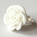 Fehér műanyag rózsa gyűrű, Ékszer, Gyűrű, A rózsa átmérője 2.5 cm, a boltomban találsz ilyesmit türkizben,és rózsaszínben is:)  A g..., Meska