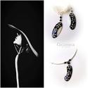 Fekete-fehér virág ékszer szett, Ékszer, óra, Ékszerszett, Fülbevaló, Nyaklánc, Ékszerkészítés, Festett tárgyak, Egyedi, kézzel festett, gyöngyház nyaklánc  és fülbevaló ónix ásványgyöngyökkel díszítve.  Egyszerű..., Meska