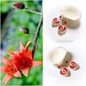 Piros termő tulipán - gyöngyház fülbevaló, Ékszer, óra, Esküvő, Fülbevaló, Esküvői ékszer, Egyedi, kézzel festet gyöngyház fülbevaló.  A tulipán a nőiség szimbóluma, a termékenység energiáit ..., Meska