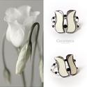 Fehér tulipán gyöngyház karkötő, Ékszer, óra, Magyar motívumokkal, Mindenmás, Karkötő, Gyöngyház tulipán  karkötő a kifogyhatatlan NŐiség jegyében.   Színeiben megjelenik az egyszerűség e..., Meska