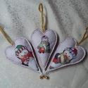 Pingvines karácsonyi szívek (3db), Otthon, lakberendezés, Dekoráció, Karácsonyi, adventi apróságok, Ünnepi dekoráció, Közepes (kb.14 cm+akasztó+csengettyű) cuki pingvin mintás szívek vatelinnel töltve, csengettyűvel dí..., Meska