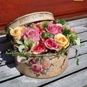 Egy vintage doboznyi virág - anyák napjára, Rózsás vintage dobozkába teles-tele tartós vir...