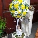 Virággömb fa  - sárga színben, Sárga színű ming virágfejeket tűztem egy moha...