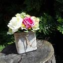 Pink - zöld habrózsás asztaldísz II., Dekoráció, Esküvő, Otthon, lakberendezés, Esküvői dekoráció, 7x7 -es koptatott barna színű üveg vázába zöld-fehér -pink színű habrózsákat ültettem. Zöld kiegészí..., Meska