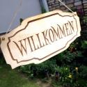 'Willkommen' feliratú tábla ajtódísz, Dekoráció, Otthon, lakberendezés, Dísz, Ajtódísz, kopogtató, Famegmunkálás, Fából, kézzel és lézervágással készített magyar termék, új.  Mérete: 36.5 x 17.5 cm  , Meska