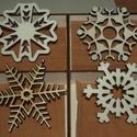 Karácsonyi díszek karácsonyfadísz fa díszdobozban 8 db dísz, Dekoráció, Ünnepi dekoráció, Karácsonyi, adventi apróságok, Karácsonyi dekoráció, A képeken látható natúr karácsonyi díszek, karácsonyi kellékek natúr fadobozban, összesen 8 db, mind..., Meska
