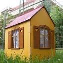 Babaház bútorokkal, fából , Baba-mama-gyerek, Dekoráció, Otthon, lakberendezés, Gyerekszoba, Fából készített, festett, bútorozható babaház, nyitható ajtóval, három oldalán ablakokkal.  Magasság..., Meska