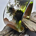 Mohás fa berakásos karperec, Ékszer, Karkötő, Mohával díszített karperec, kemény tölgyfa berakással. Az egyik oldalán zöldre színezett gy..., Meska
