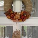 Őszi kopogtató / ajtódísz, Dekoráció, Otthon, lakberendezés, Dísz, Ajtódísz, kopogtató, Virágkötés, 20 cm-es koszorú alap őszi termésekkel , száraz virágokkal , fából készült kiegészítőkkel díszítve ., Meska
