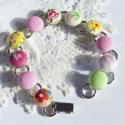 Tavaszi virágos karkötő, Ez a karkötő vidám, pasztell tavaszi színekben...